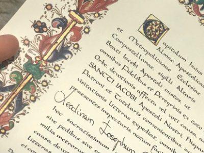 """La """"Compostela"""" acreditación oficial de haber realizado el Camino de Santiago"""