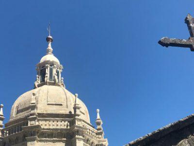 ¿Cuáles son los horarios de misa en la Catedral de Santiago de Compostela?